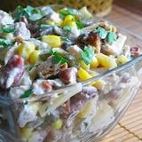 Vistas gaļas salāti ar pupiņām un sieru