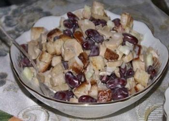 Konservētu sarkano pupiņu salāti ar grauzdiņiem