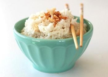 Rīsi taizemiešu gaumē ar kokosriekstiem
