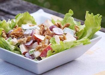 Ābolu, aveņu un valriekstu salāti