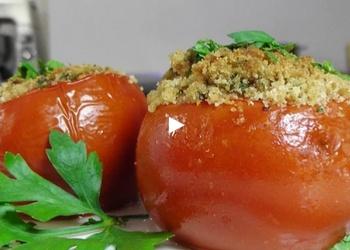 Pildīti tomāti ar rīvmaizi