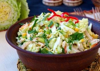 Kartupeļu un skābētu gurķu salāti