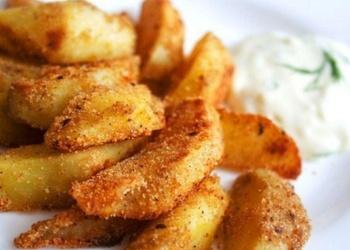 Krāsnī cepti kartupeļi ar papriku un mērci
