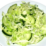 Салат из свежих огурцов с уксусом