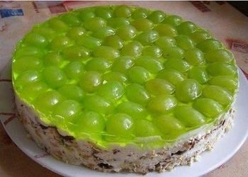 Neceptā skābā krējuma – vīnogu torte