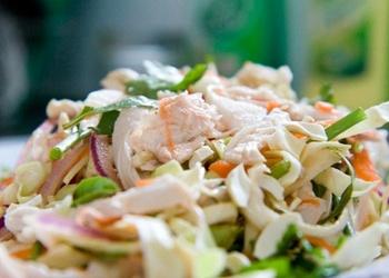Vistas gaļas salāti ar svaigiem kāpostiem