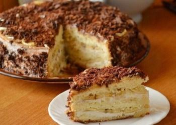 Skābā krējuma – biezpiena torte ar banāniem