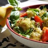 Ziedkāpostu salāti ar burkāniem un sēnēm