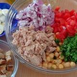 Tunča salāti ar tomātiem