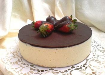 Putnu piena kūka ar šokolādes glazūru