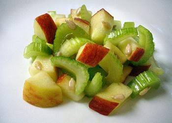 Ābolu un seleriju salāti