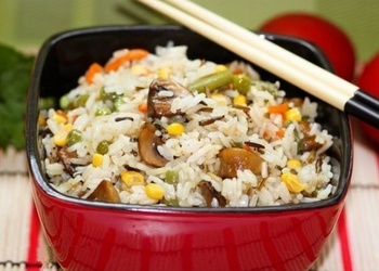 Rīsi ar dārzeņiem un sēnēm