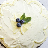 Citronu – melleņu torte ar putukrējumu