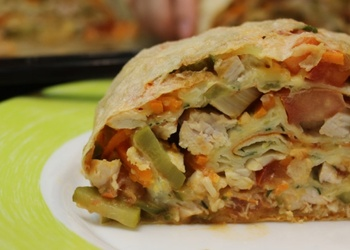 Siltais lavašs ar vistas gaļu un dārzeņiem