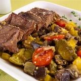 Vārīta liellopu gaļa ar dārzeņiem