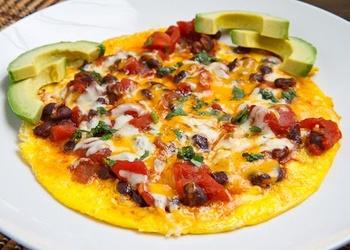 Omlete ar zaļumiem un peperoni itāļu gaumē