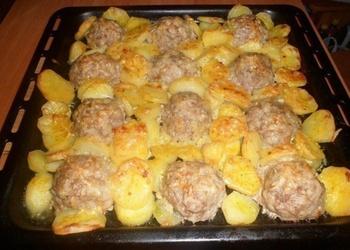 Gaļas bumbiņas ar kartupeļiem un sieru