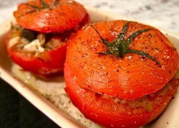 Ar šampinjoniem pildīti tomāti