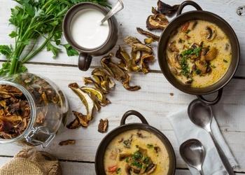 Kartupeļu un kaltētu sēņu zupa