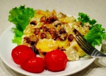 Krāsnī cepti kartupeļi ar šampinjoniem un skābo krējumu