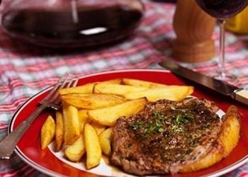 Pannā cepts liellopu gaļas steiks