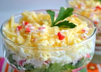 Krabju nūjiņu salāti ar čipsiem