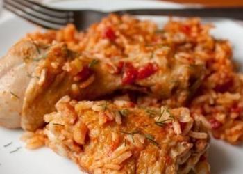 Vistu kājiņas ar rīsiem, tomātos