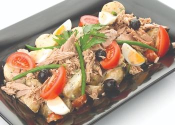 Kartupeļu, pākšu pupiņu un tunča salāti