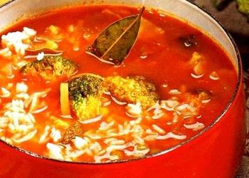 Tomātu zupa ar rīsiem