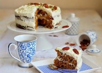Valriekstu un burkānu kūka