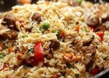 Rīsi ar cūkgaļu un dārzeņiem