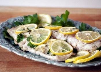 Krāsnī cepta zivs fileja ar citronu un pētersīļiem