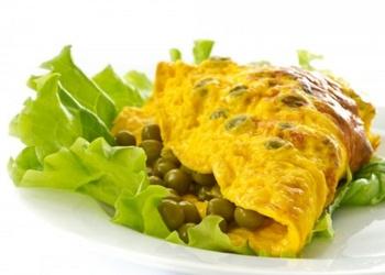 Omlete ar zaļajiem zirnīšiem