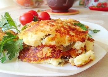 Biezpiena plācenīši ar kartupeļiem