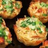 Kartupeļu groziņi ar vistas fileju ķiploku-siera mērcē