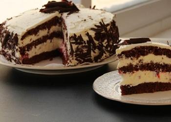 Šokolādes torte ar putukrējumu bez miltiem