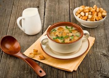 Parastā šampinjonu zupa