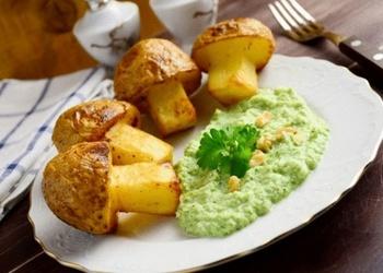 Kartupeļi ar brokoļu mērci