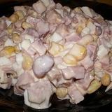 Pupiņu salāti ar šķiņķi un grauzdiņiem