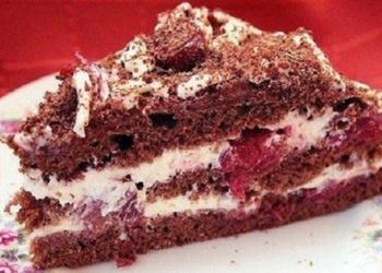 Biskvīta kūka ar ķiršu – jogurta krēmu