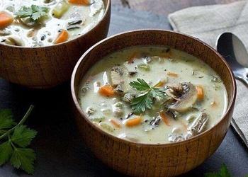 Šampinjonu kausētā siera zupa
