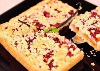 Tiroliešu augļu-ogu pīrāgs