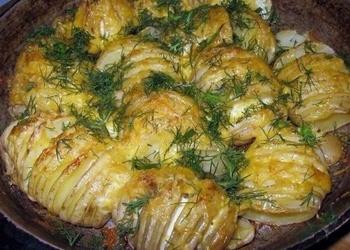 Krāsnī cepti kartupeļi ar sieru