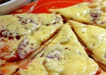 Picas ar salami un garneļu pildījumu