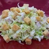 Svaigu kāpostu un vistas filejas salāti