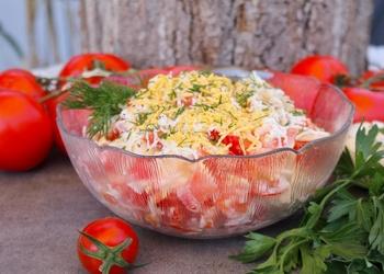 Siera salāti ar tomātiem un dillēm