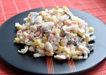 Salāti ar siļķi un pupiņām