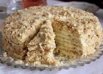 Iebiezinātā piena kūka uz pannas