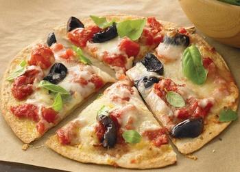 Tortilju picas ar tomātiem un sieru