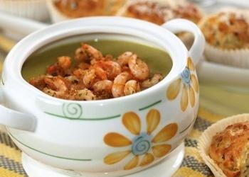 Суп-пюре из зеленого горошка с ароматными креветками